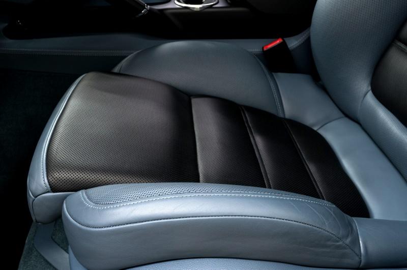 Vestidura con piel automotriz en azul y negro